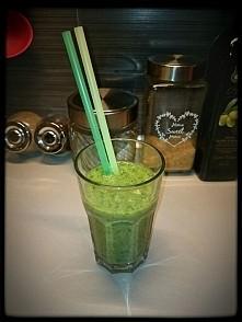 Zielony koktajl z jarmużu z...
