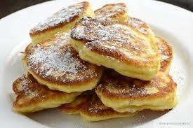 Pampuchy kurpiowskie - zwane także racuchami. Pampuch wykonywane są z drożdży, mleka, mąki, jaj, cukru i szczypty soli. Smażone na oleju. Wyśmienicie smakują posypane cukrem pudrem i szklanką mleka :)