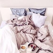 #łóżko #jedzenie