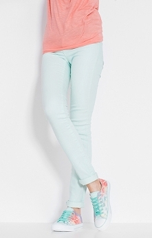 Kolorowa moda! Wiosenne inspiracje tylko czekają na Was w naszym sklepie online!