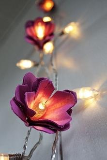 kwiatki zrobione z wytłaczanek, fajny efekt