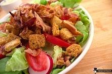 Przepis na sałatkę BLT (boczek, sałata, pomidor)