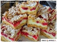 Ciasto budyniowe z pianką i porzeczkami CIASTO: 2,5 szklanki mąki pszennej ty...