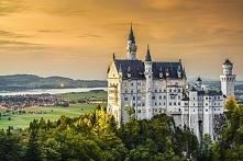 Zamek Neuschwanstein w Niemczech to jeden z najsłynniejszych i najczęściej fotografowanych niemieckich zabytków. Nie ma się co dziwić, że każdego roku setki tysięcy turystów z c...