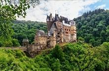 Eltz, Niemcy  Najeżona wieżami rezydencja niemieckiego rodu von Eltz w Nadren...