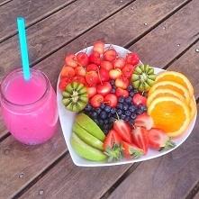 Poranek <3 Podczas śniadania możecie sobie pozwolić, przez cały dzień spalicie te kalorie <3 Mówię tutaj o tych ZDROWYCH kaloriach, nie zapychajcie się na dzień dobry bato...