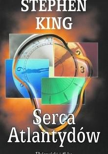 W swojej książce Stephen King proponuje czytelnikom pięć wypraw w niezbyt odległą przeszłość: lata sześćdziesiąte i siedemdziesiąte. Senna atmosfera amerykańskich prowincjonalny...