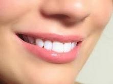"""Jaki poloecacie bezpieczny sposób na wybielenie zębów? chodzi mi głownie o jakieś domwe """"zabiegi"""" ? :)"""