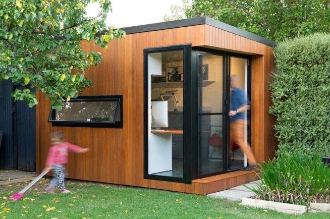 ••A Small Backyard Office by Inoutside