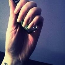 jeszcze tak do wczoraj wyglądały moje paznokcie. Niestety 2 poszły naraz ;(