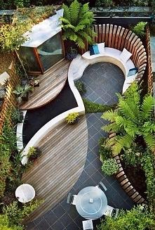 mały ogródek przy domu
