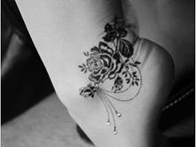 tatuaż na stopę