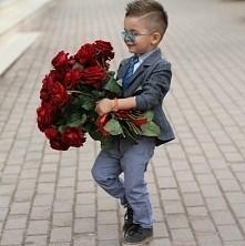 Mały dżentelmen z kwiatami ...