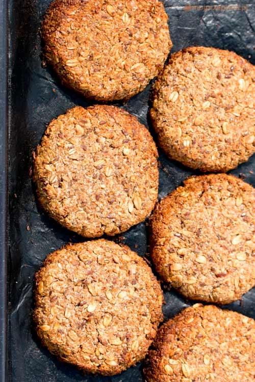 """Kokosowo-owsiane ciasteczka Fit """"Niby zwykłe ciastka owsiane, a jednak bez cukru, bez mleka, bez mąki, z dużą ilością błonnika i tych dobrych wartościowych węglowodanów."""" Przepis po kliknięciu w zdjęcie :)"""