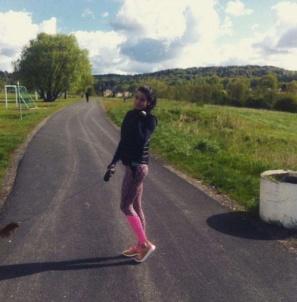 Poranne cardio w Goteborgu uprawia większość i w końcu ja zaczęłam - strój z Gina Tricot, buty do biegania z serii free your run Adidasa. Spodnie mega wygodne, niedrogie i mega przemyślane - tylnia kieszonka idealna na telefon czy mp3! Polecam! :)