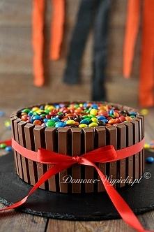 Czekoladowy tort przełożony...