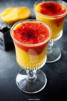 Smoothie mango banan pomarańcza: • 1/2 dojrzałego mango • 1 średni banan • 80 ml purée (pulpy) z marakui lub 2 łyżki soku z cytryny lub limonki • sok z 2 większych pomarańczy • ...
