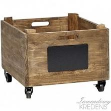Drewniana skrzynka na kółkach firmy Hubsch to za razem praktyczny i oryginaln...