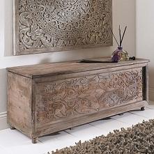 Stylowa stara rzeźbiona skrzynia
