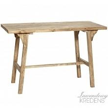 Drewniane biurko w stylu skandynawskim o bardzo prostym designie.