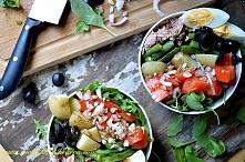 Nicoise salad jest ucieleśn...
