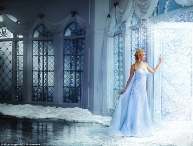 To najnowsza kolekcja sukien ślubnych znanego projektanta Alfreda Angelo a'la Disney. Tutaj Elsa. Zobacz pozostałe suknie klikając w zdjęcie :)