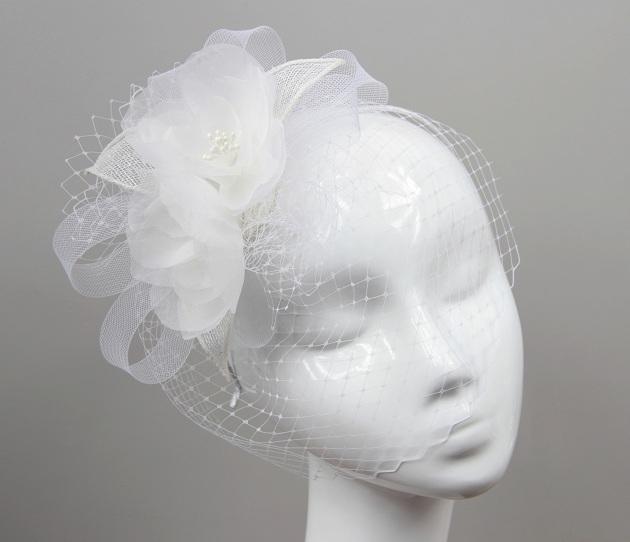 Woalka ślubna Florence. Niezwykle bogato zdobiona woalka w romantycznym stylu. Bardzo kobieca i elegancka.   Do kupienia w sklepie internetowym Madame Allure!  >>> link w komentarzu <<<