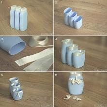 Potrzebujemy: 3-4 pustych butelek po szamponie (identycznym oczywiście), wstążek w ładnie kontrastującym kolorze (o szerokości 2,5 i 0,5 cm), ostrego noża, kleju introligatorski...