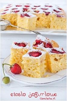 Ciasto jogurtowe z truskawkami (owocami) ilovebake.pl