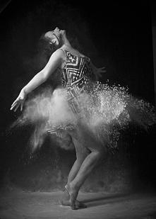 Taniec w pyle.  Wiecej zdjęc na fb: FotografiaLilianneM
