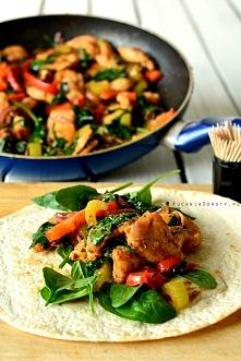 Kurczak z warzywami i szpin...