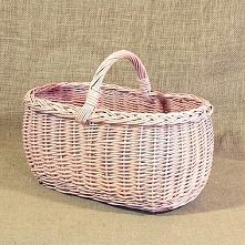 Wiklinowy koszyk na zakupy, piknik w kolorze różowym.
