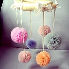 Pająk z pomponów ;) dostępny w różnych kolorach