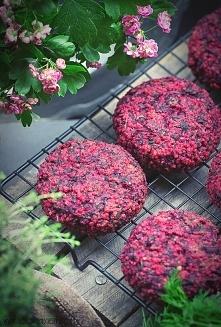 Dietetyczne burgery z kaszy jaglanej i botwinki.     (Przepis po kliknięciu w zdjęcie)
