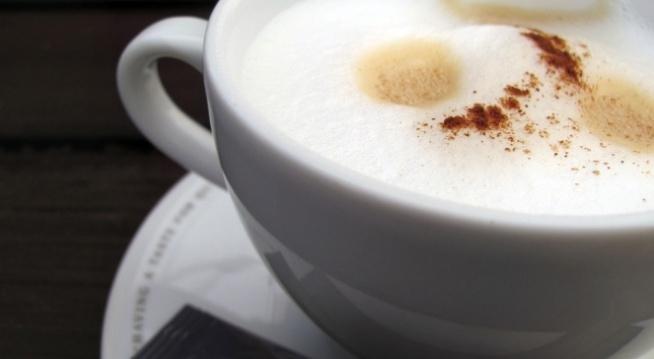 Hej dziewczyny;) Macie jakieś sprawdzone sposoby na ograniczenie picia kawy? Albo inne ciekawe napoje do zrobienia? Bardzo chcę ograniczyć picie kawy ze względu na kofeinę i jej działanie na włosy;/