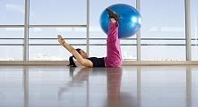 Ćwiczenia z piłką gimnastyczną na brzuch
