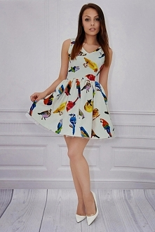 Urocza mini sukienka w ptas...
