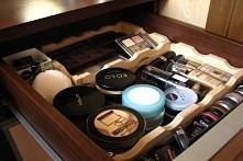 drewniana rama do przechowywania kosmetyków