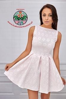 rozkloszowana sukienka w kwiatki