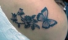 tatuaże damskie motyl i róże