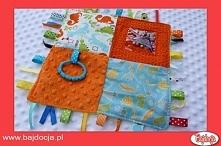 Złóż materiał na pół i zaszyj go, pozostawiając niewielki, ok. 2-3 cm otwór w...
