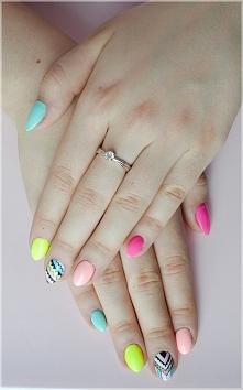 Wakacyjny manicure hybrydowy