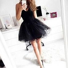 Urocza sukienka z cudownym dołem!