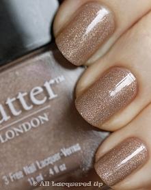 Czy złoty manicure nadaje się do ślubu? Podzielcie się z nami swoimi opiniami!
