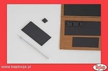 Kolejny krok to wycięcie z kartonu małych kwadratów, które posłużą jako klawi...