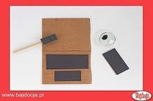 Wytnij trzy mniejsze prostokąty z pozostałego kartonu (po jednym na ekran, kl...