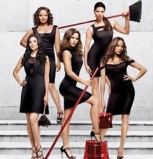 świetny serial w stylu Desperate Housewives
