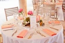 Piękna, letnia stylizacja stołu na wesele. Podobają się Wam takie kolory?