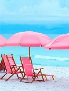 Plaża, piasek i leżaki