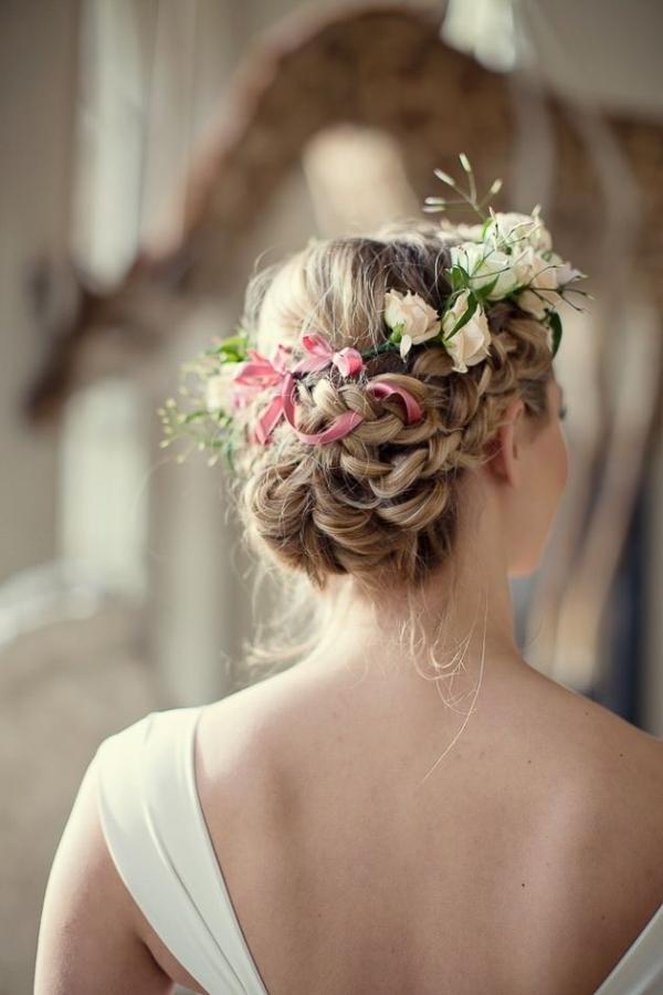 Kok ślubny Z Kwiatami We Włosach Na Fryzury ślubne Zszywkapl